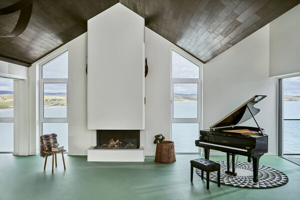 The main living room at Cliff Beach House.
