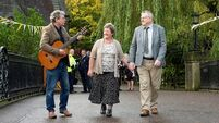 College sweethearts return to UCC more than 50 years later to re-stage photograph