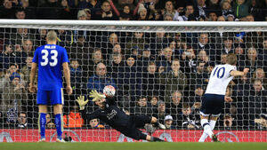 Harry Kane sends Tottenham and Leicester to Cup replay