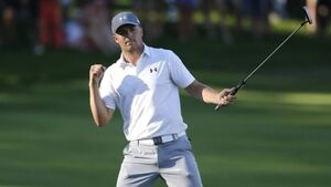 Spieth could take top spot from McIlroy at St Andrews