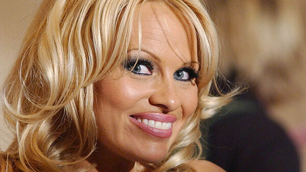 Actress Pamela Anderson poses nude after being cured of