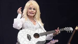 Dolly Parton wants Tv movie to highlight family life