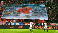 Here's the moment that Holland's friendly was paused to pay tribute to Johan Cruyff