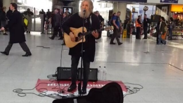 This is why you should always pay attention to buskers