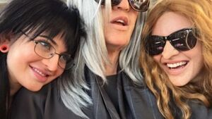 The Kardashian-Jenners hilariously wore disguises on a Hollywood bus tour and nobody noticed
