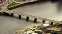 Man in hospital after he exits taxi on bridge and enters River Shannon