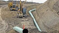 US army gives go-ahead for oil pipeline beneath Dakota reservoir despite pollution fears