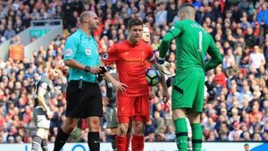 Liverpool hand initiative back to Man Utd after draw