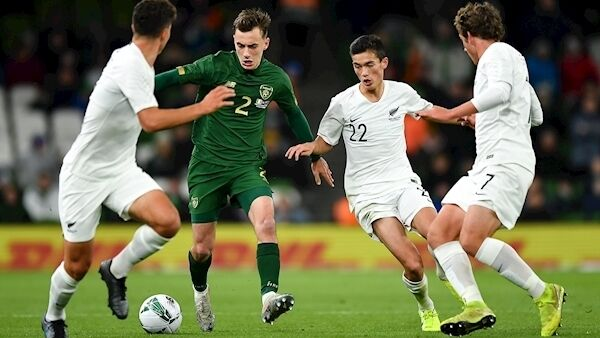 Lee O'Connor in action against Liberto Cacage, Elijah Just, and Joe Bell of New Zealand. Photo by Seb Daly/Sportsfile