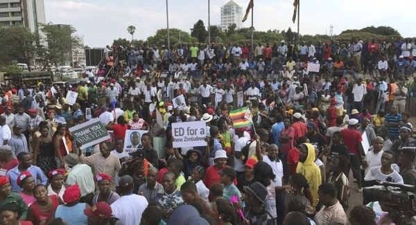 Supporters await the arrival in Harare. Pic: AP Photo/Ben Curtis