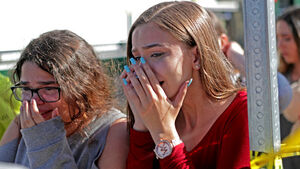 Pupils return to Florida high school devastated by gun massacre