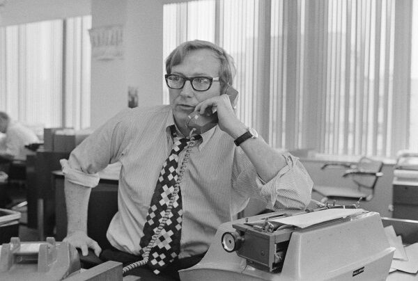 New York Times reporter Seymour Hersh talks on the telephone at his New York Times Washington Bureau office. Pic: Wally McNamee/CORBIS