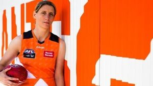 'Stand-out' Cora Staunton kicks two goals on Aussie Rules debut
