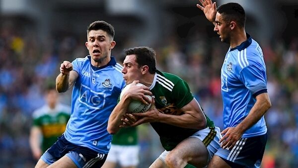 David Moran of Kerry in action against Michael Fitzsimons, left, and James McCarthy of Dublin during the GAA Football All-Ireland Senior Championship Final Replay match between Dublin and Kerry at Croke Park in Dublin. Photo by David Fitzgerald/Sportsfile