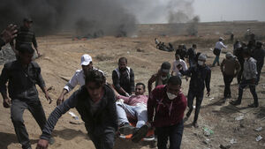 One killed and hundreds injured in clashes on Gaza border