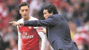 Emery tells Ozil he can't shirk defensive responsibilities