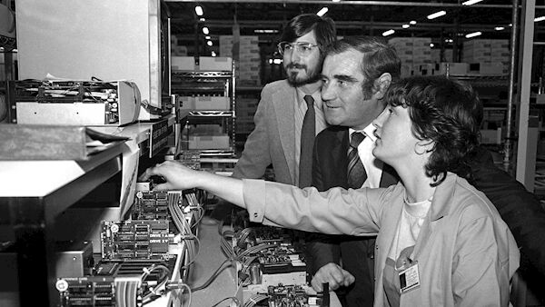 Martina Lyons shows her work at the new Apple plant at Hollyhill to Cork TD Gene Fitzgerald and Steve Jobs, Apple vice-chairman