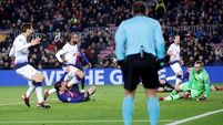 Moura's magical strike sends Spurs into Champions League last-16