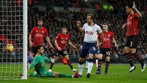 Spurs stroll as Saints outclassed