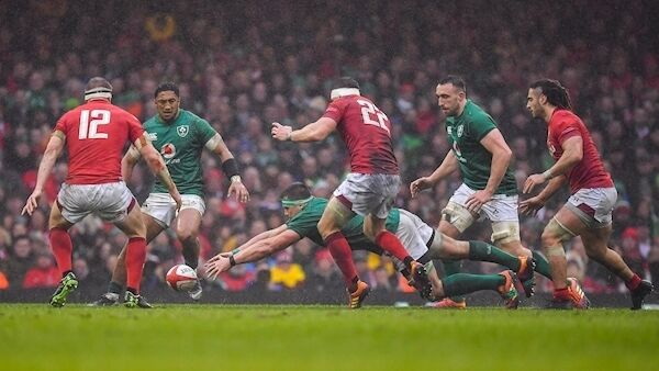 CJ Stander of Ireland attempts to gain possession. Photo by Brendan Moran/Sportsfile