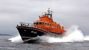 'Potential tragedy' averted as lifeboat rescues dinghy in difficulty off Cork coast