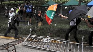 Police clash with thousands of protestors in Hong Kong extradition laws row