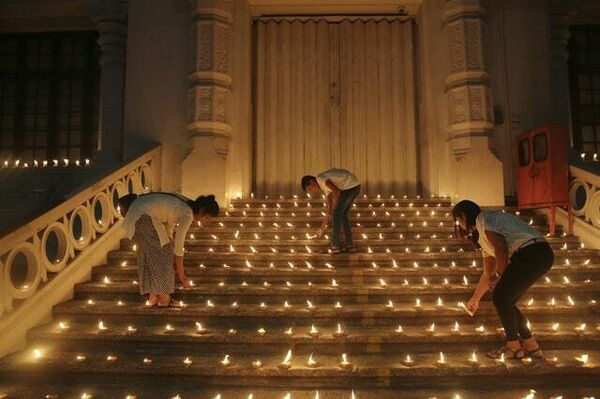 Candles lit in tribute to victims in Colombo (Manish Swarup/AP)