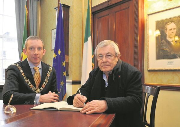 Terry O'Neill - whose ancestors hail from Cork - with the former Lord Mayor of Cork Cllr John Buttimer at a Civic Reception at City Hall in 2013. Picture: Des Barry