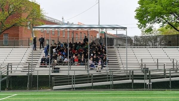 Spectators in the protected area of the booth await the match between NY Development Squad and Allentown, Philadelphia, at 9 a.m. in a skidding exhibition game before the match between New York and Mayo.  Image: sports file