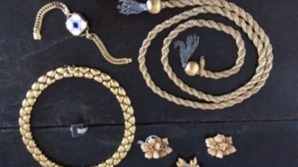 A selection of gold jewellery from the Ballea Castle auction.