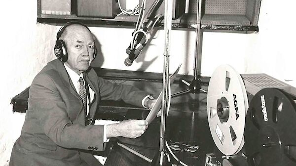 Le Dr Jack Gibson enregistre des traitements d'hypnose, dont une série est maintenant disponible en téléchargement.