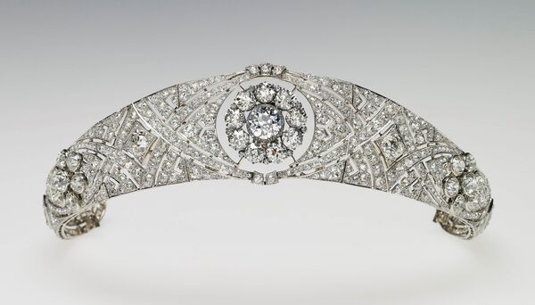 The diamond and platinum bandeau tiara lent to Meghan by her grandmother-in-law.