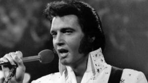 Thousands mark Elvis anniversary with vigil at Graceland