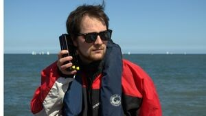 Student's invention outsmarts smartphones while at sea