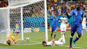 Grand old man Italy too cute for England's young upstarts