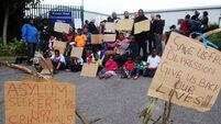 Asylum seekers suspend protest