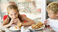 Children's emotional eating tied to parents