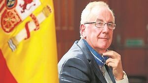 Travel chief Pat Dawson awarded medal by king of Spain
