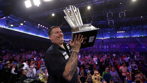 Gary Anderson retains his hold on world title