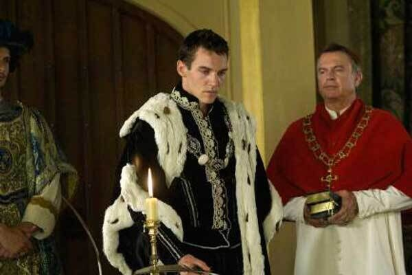 Jonathan Rhys Meyers as Henry and Sam Neill as Wolsey in The Tudors