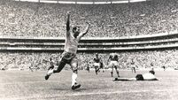 Carlos Alberto obituary: 'He treated the ball like a person he loved and would hold in his arms'