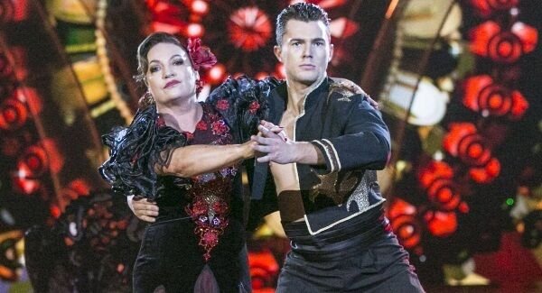 Norah Casey and Curtis Pritchard paso doble to 'Señorita' by Bond