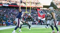 Brady's touchdown passes propel Patriots home