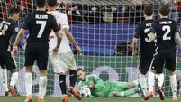De Gea to the rescue in snore in Seville