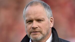 Expert View: Trevor Ringland - English need link between pack and backs