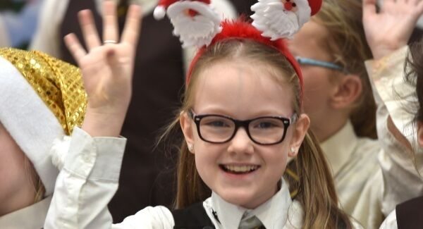 Young Anna Steinmetz a pupil of St. Patricks Girls N.S. Cork carol singing for people coming home for Christmas at Cork Airport London. Pic: Dan Linehan