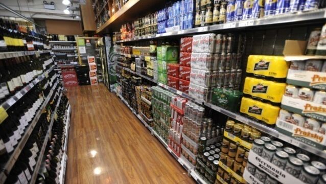 Off licences should close during Covid-19 crisis, says public health expert