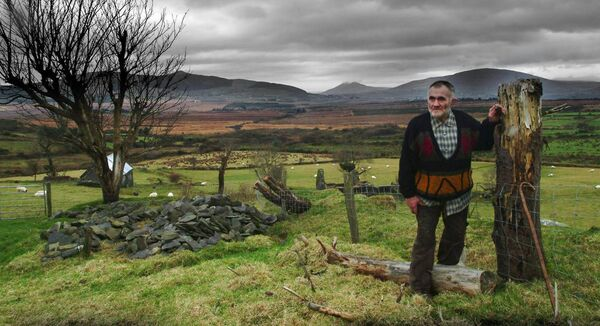 Former Kerry Rás winner, wrestler, runner, and boxer Mick Murphy pictured at his home in Glebe, Cahirciveen, County Kerry in 2003. Picture by Don MacMonagle