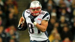 NFL: Rob Gronkowski follows Tom Brady to Tampa Bay
