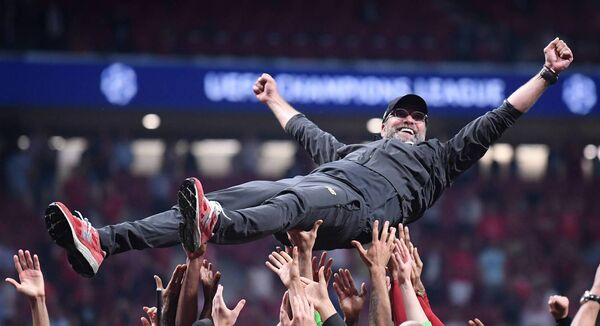 Jurgen Klopp celebrates Liverpool's Champions League final win with his players and staff. Photo by Laurence Griffiths/Getty Images